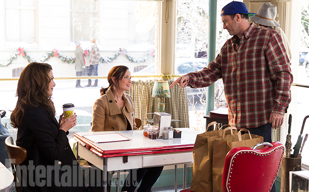 Gilmore Girls: A Year In The LifeSeason 1Air Date 11/25/16Pictured: Alexis Bledel, Lauren Graham, Scott Patterson